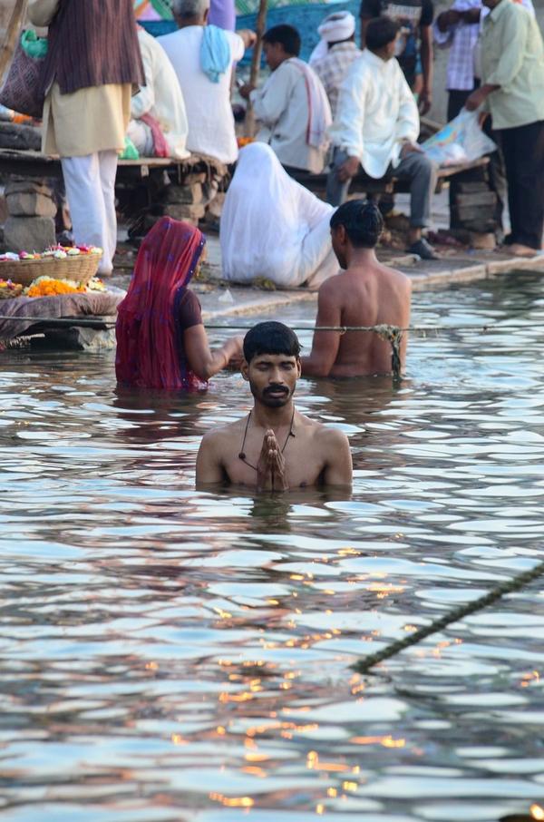 Ganges  hindu  varanasi 787731 1280  pixabay